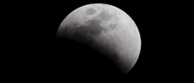 Delni Lunin mrk in polna Luna v Levu